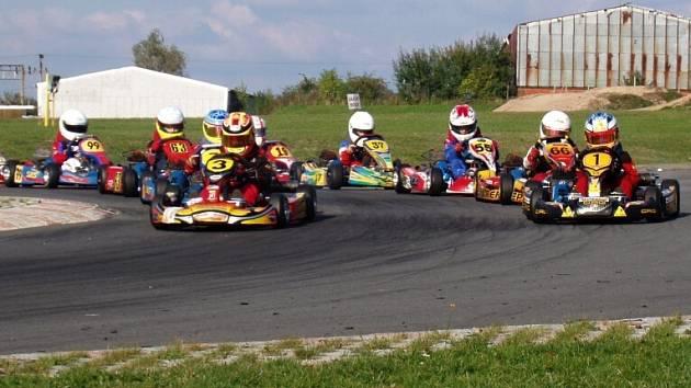 Mistrovství České republiky v kartingu se jede o víkendu ve Vysokém Mýtě.