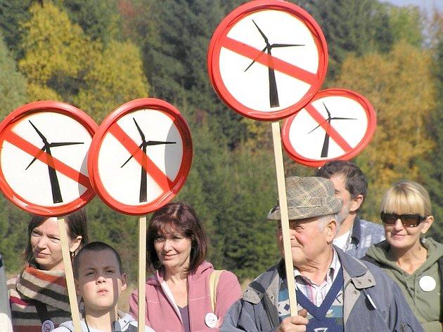Lidé protestují, větrníky nechtějí.