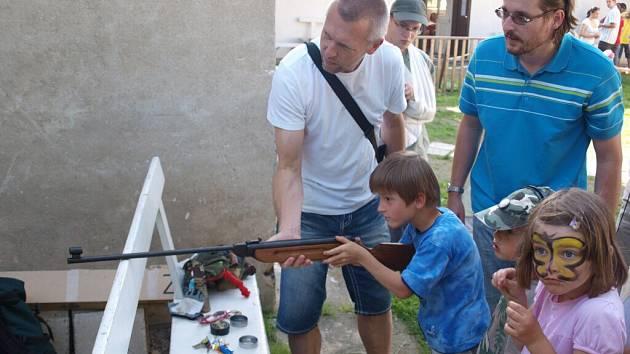 Z Tátafestu pořádaného na hřišti rodinného centra Srdíčko v Ústí nad Orlicí.