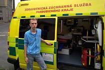 Žák ZŠ Mistra Choceňského v Chocni na návštěvě základny Zdravotnické záchranné služby.