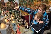 Zahájení adventu v České Třebové s rozsvícením vánočního stromu a výstavou betlémů.