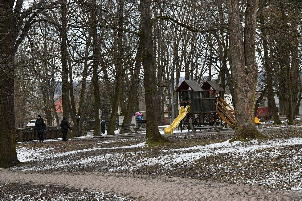 První jarní den roku 2021 v městském parku Javorka v České Třebové.