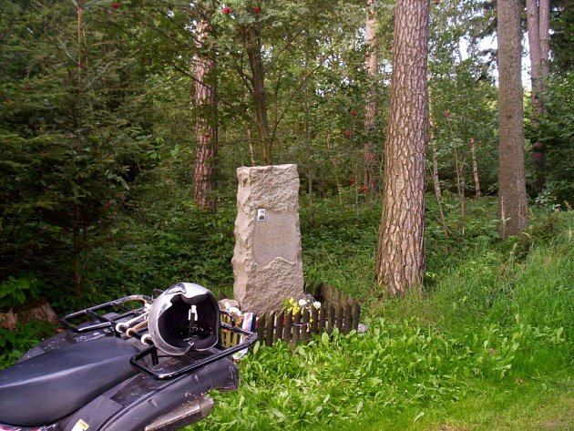 Pomník Josefa Hendrycha.