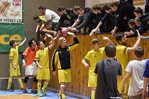 Diváci budou na futsal v Mýtě chodit.