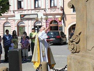 Ze slavnostního svěcení morového sloupu v Chocni.