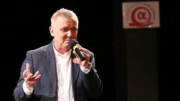 Na tři stovky diváků si nenechalo ujít čtvrteční benefiční talk show Zbigniewa Czendlika.