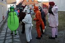 Průvod masek v sobotu prošel i Chocní, kde se současně konal Mezinárodní den průvodců. Masky zatančily nejen v centru a ulicích Chocně, ale i v místním domově pro seniory.
