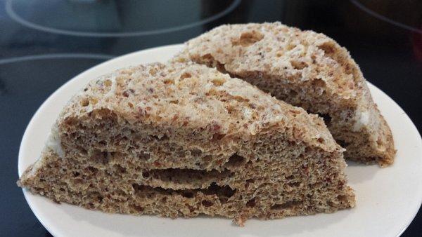 Chléb slněnou a žitnou vlákninou.