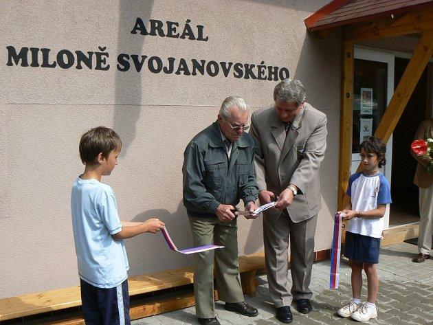 Areál nese jméno Miloně Svojanovského (na snímku druhý zleva).