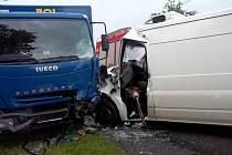 Z dopravní nehody v Helvíkovicích.