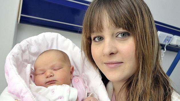 Isabella Bučilová je první radostí pro manžele Janu a Marka z Ústí. Holčička se jim narodila 14. února ve 22.15, kdy vážila 3,67 kg.