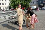 V rámci choceňského Skorofestivalu se na náměstí představily Letkyně ze souboru Holektiv.