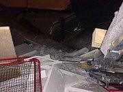 Na nové sportovní hale Na Skalce v České Třebové se zřítila střecha. Příčina je zatím nejasná.