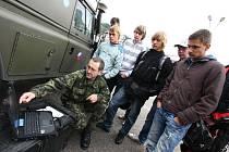 Den otevřených dveří vojenské posádky v Ústí n. O. - Kerharticích.