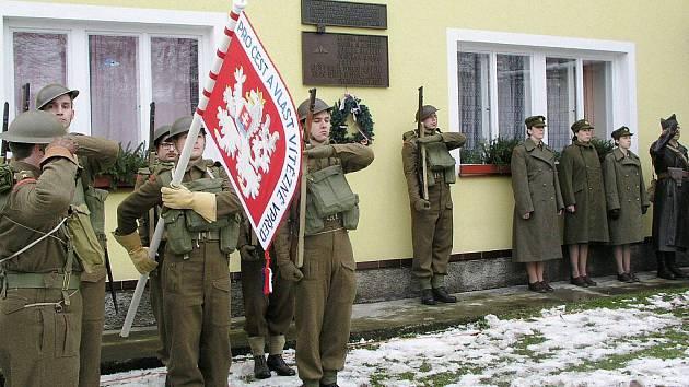 Z pietního aktu v Žamberku, na kterém se vzpomínalo na zpravodajskou skupinu Barium.