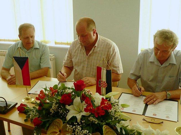 Podpis partnerské smlouvy mezi Letohradem a chorvatským Daruvarem.