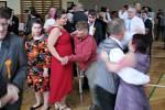 Mentálně postižení tanec milují. O taneční v Dlouhoňovicích je velký zájem.