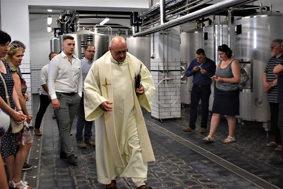 Nově otevřený Pivovar Choceň totiž slavnostně požehnal kněz Bogdan Ganczarski