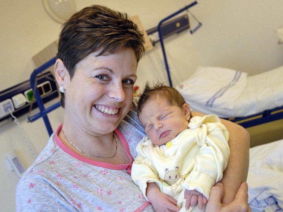 Karolína Diblíková je na světě od 25. října, kdy si v 7.48 hodin na svět přinesla 3,48 kg. Těší své rodiče Moniku a Aleše z Dolní Dobrouče i sestru Natálii.