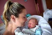 Jan Kalous se narodil 16. 7. v 1.17 hodin. Vážil 3380 g a s rodiči Monikou a Ondřejem a sestřičkou Nelou bude doma v Bystřeci.