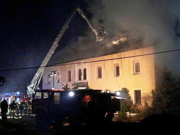 Do Polska směřovaly hasičské jednotky vpondělí 8. ledna ve 20.32 hodin. Foto: HZS Žamberk