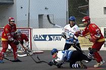 BOJ O KAŽDÝ míček svedli hokejbalisté Letohradu v extraligovém derby s Hradcem Králové.