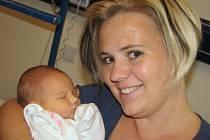 Adélka Pospíšilová, tak se jmenuje dcera Ilony a Tomáše z Pardubic, kde už má bratra Tomáška. Když se 4. 11. v 7.54 narodila, vážila 3,44 kg.