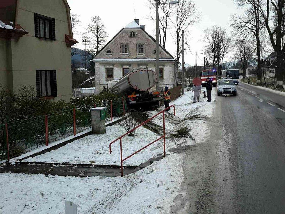 Havárie cisterny v Červené Vodě.