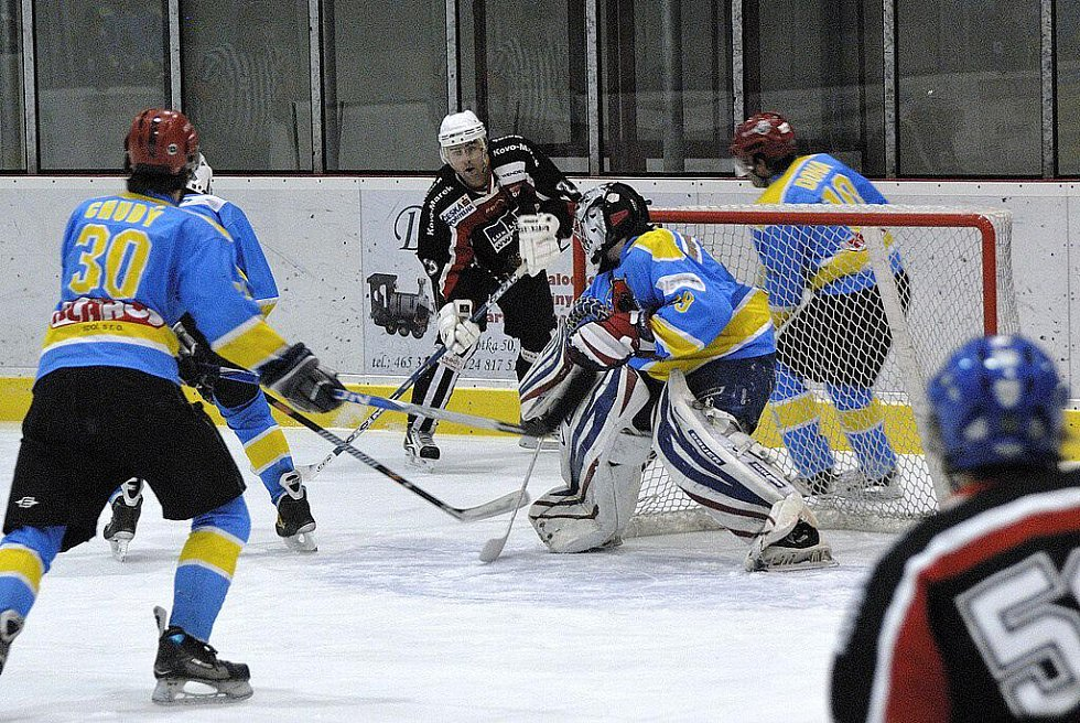 Pět stovek diváků vidělo dramatické střetnutí krajské hokejové soutěže mezi Českou Třebovou a Lanškrounem.