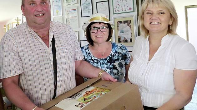 Knihy předal starosta Letohradu Petr Fiala a radní Hana Kotlářová.