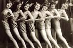"""AKADEMIE NA SKÁLE v roce 1923, scénka """"Myši"""". Zleva: Janíčková, Marie Plocková, Slávka Balatková, Jarka Knopková, Doležalová, Antonie Proházková (Štýrská), Cviková."""