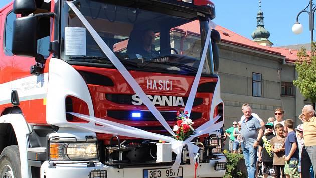 Ze slavnostního předání nového vozu SDH Brandýs nad Orlicí