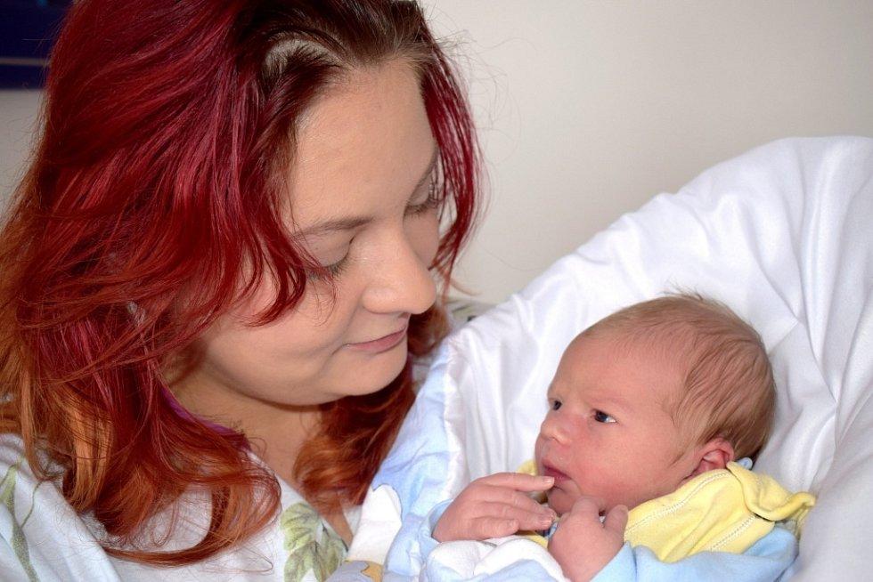 Arnošt Lukáš bude doma s rodiči Veronikou a Jiřím ve Vysokém Mýtě. Narodil se 5. 2. ve 20.59 hodin s váhou 3,300 kg.