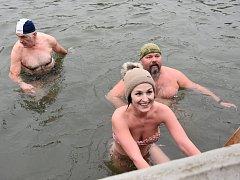 Otužilci z celé republiky plavali v Chocni v rámci 47. ročníku Zámeckého okruhu a 3. ročníku Memoriálu Dráži Novotné.