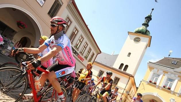 Na kole dětem v Ústí nad Orlicí.
