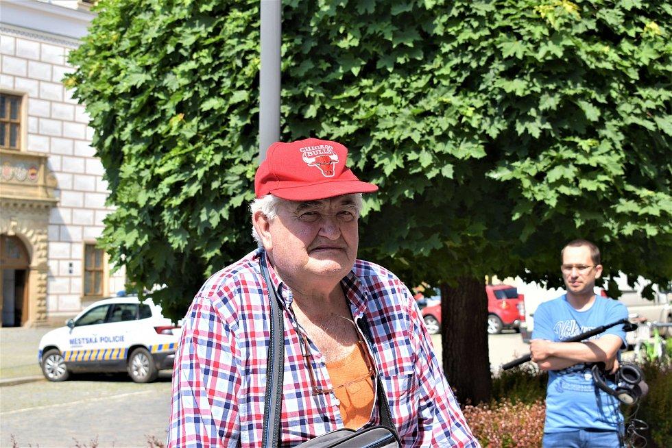 47 párků během pěti minut spořádal maxijedlík Jaroslav Němec v Řeznictví Sloupnice v Lanškrouně