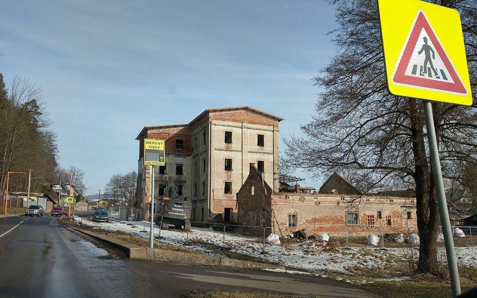 Začala demolice zchátralého Petříkova mlýna.