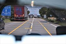 Řidiči v těchto dnech po silnici projedou s omezením.