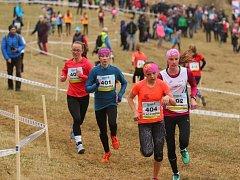 Klikatou tratí se museli prokousat závodníci, kteří startovali na mistrovství České republiky v přespolním běhu.