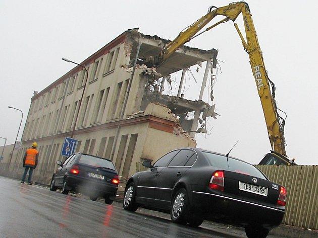 Bourání v areálu bývalé Primony v České Třebové.
