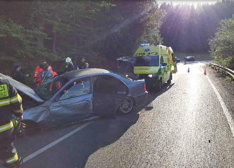Dvě jednotky hasičů vyjížděly v neděli odpoledne k nehodě osobního vozu na silnici č. 11 z Jablonného nad Orlicí směrem na Žamberk.