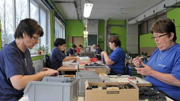 Výrobní družstvo v Rybníku zaměstnává i hendicapované.