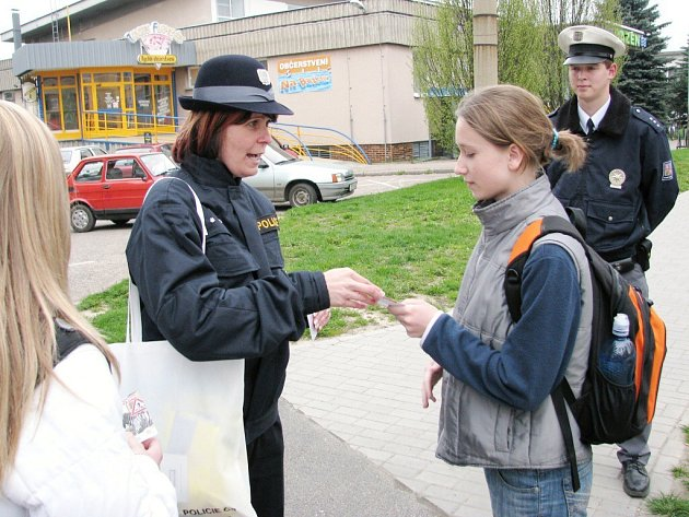 Dopravní osvěta pod taktovkou policejní mluvčí Evy Sichrové ve Vysokém Mýtě.