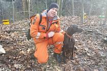 Pprap. David Hynek z HZS Pardubického kraje, územního odboru Ústí nad Orlicí, se svým psem Darrenem.