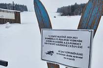 """""""Pietní"""" místo za sjezdové lyžování v lyžařském areálu OVAZ ve Výprachticích."""