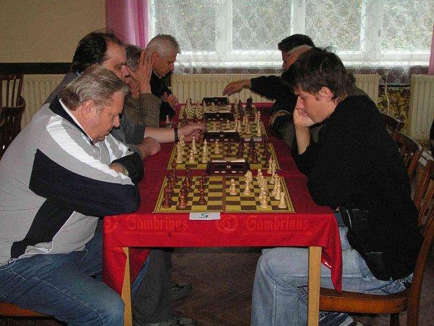 Narazili na sebe i kolegové z Ústí Volf (vlevo) a Pečinka.