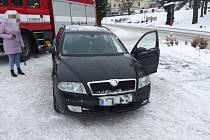 V Rudolticích potřebovala pomoc maminka, které zůstalo dítě zamčené v autě.