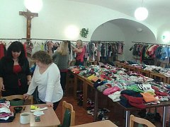 Jarní bazar mateřského centra Medvídek v Ústí nad Orlicí.