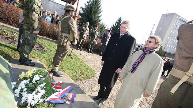 Kladení věncu u příležitosti Dne veteránů v Ústí nad Orlicí.