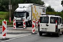 Nové dopravně bezpečnostní prvky v Hrušové.